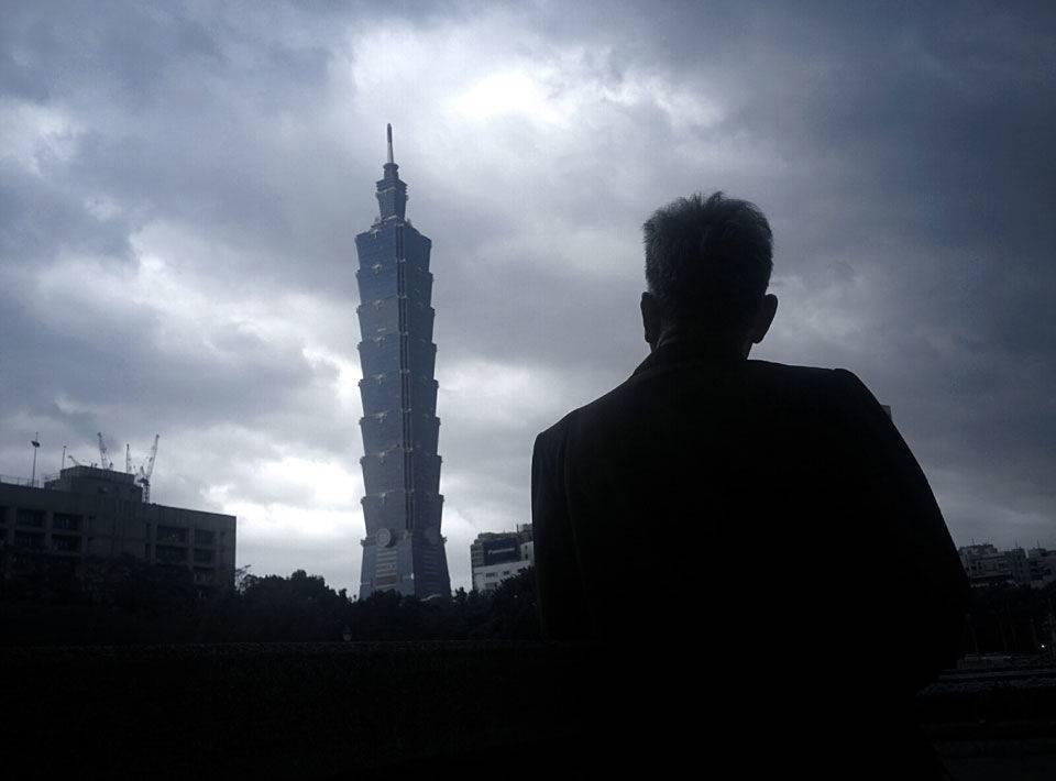 爷爷和101大厦的合照